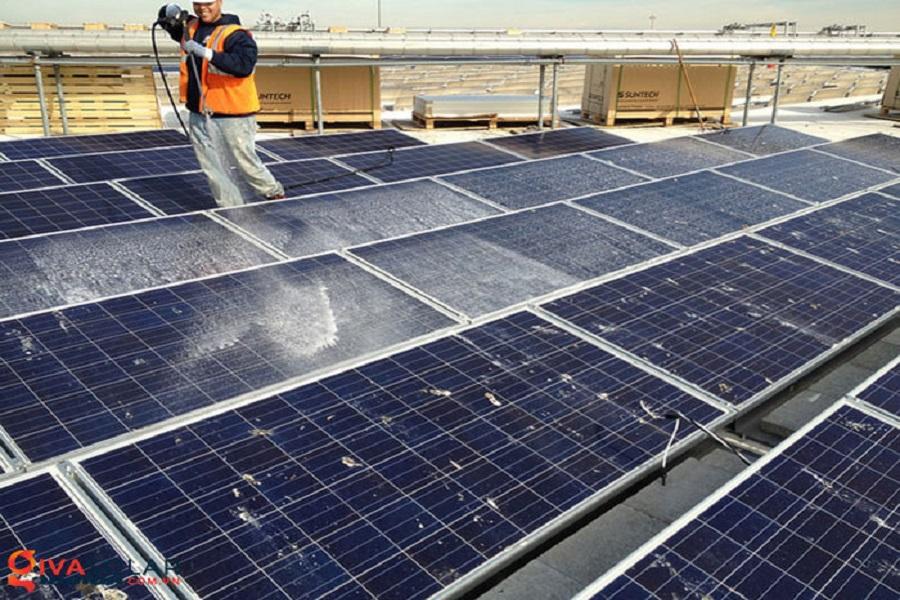 Hướng dẫn cách vệ sinh tấm pin năng lượng mặt trời